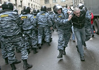 riot cops detain hundreds of activists in moscow