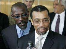 snipes pleads not guilty in tax case