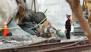 illinois derailment revives hazmat debate