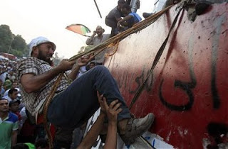egyptian protesters pull down israel embassy wall