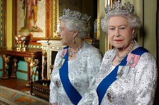 Queen Lizzie's Eerie Transdimensional Portrait